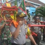 Petinggi Polres, TNI AL/AD Tegal Ikut Gotong Kongco Meriahkan Imlek