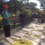 Dinas Kesehatan Musnahkan 104 Bal Kerupuk Mie Berbahan Kimia Pewarna Tekstil