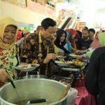 Kang Nur Makan Bersama Pedagang Pasar Blok A