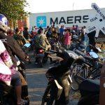 Ngeri Tapi Seru! Ada Pasar Mepet Rel Kereta di Kota Tegal