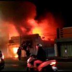 Diduga Konslet, Toko Sembako di Pantura Kota Tegal Ludes Terbakar