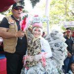 Warga Panggung Meriahkan Karnaval HUT RI Dengan Busana Barang Bekas
