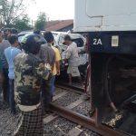 Mobil Ditabrak Kereta Api, Seorang Ibu di Tegal Selamat