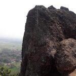 Sensasi Mendaki Batuan Nyaris Vertikal di Bukit Rangkok Balapulang